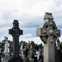 Dlaczego warto skorzystać z usług zakładu pogrzebowego?